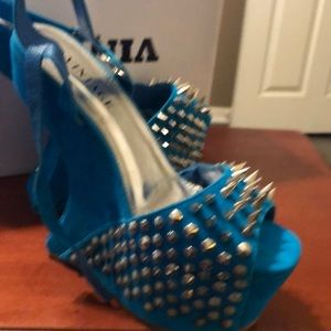 Don't hurt' em  wedge heels